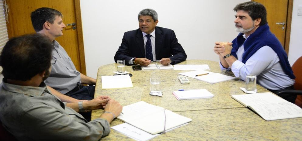 Paolo Silveri (à direita), chefe da Divisão do FIDA para a América Latina e o Caribe, em reunião com a Secretaria do Desenvolvimento Rural da Bahia Foto: SDR/André Frutuôso